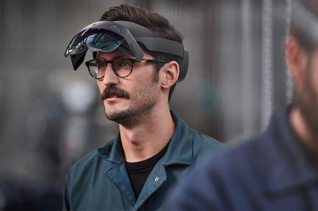 HoloLens 2 Mixed-Reality